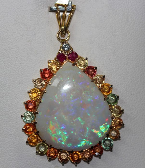 18 kt yellow gold necklace with a pendant set with opal, sapphires and diamond. ***No reserve price***