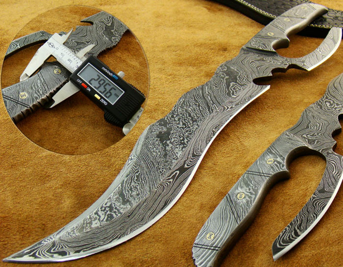 Rare Very Special Damascus Steel Handmade Fully Forged 1 Piece Damascus Steel Hunting Knife 42.8 CM - 795 Grams Very Strong and Very Powerful Knife - Hand Stitched Leather Sheath