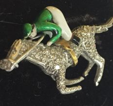 White gold brooch with an enamel jockey (3 dimensional), horse is fully set with brilliant cut diamonds