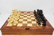 Fournier wooden chess with display-board box