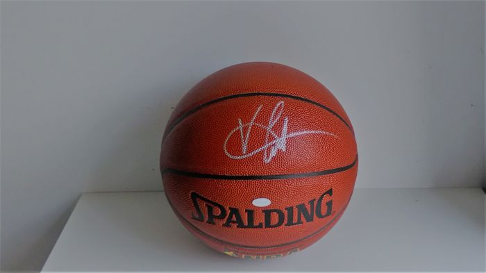 c8c10ae89672 Original Vince Carter basketball signed in silver (Fanatics Authentic  authenticated)