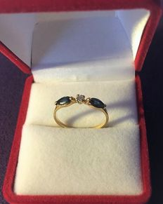 18 kt Yellow Gold ring set with 2 Sapphires and 1 Diamond – 54 (EU).