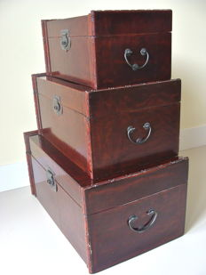 Three large wooden paintwork chests - China - Start 21st century (57 cm)