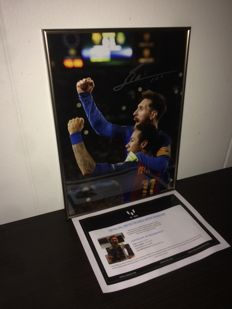 Lionel Messi - Official Signed and framed 30x40 cm Photo: Celebration with Neymar Jr Barca vs PSG 6-1 + COA ICONS.