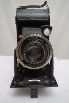 "The rare, disappearing very first camera of the company Voigtlander-Braunschweig ""BESSA"" 1929-1940 For the domestic market of Germany.The lens Anastigmat Voigtar 1 / 4,5  F = 111mm"