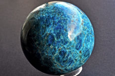 Intense blue Apatite sphere - 10 cm - 1639 gm