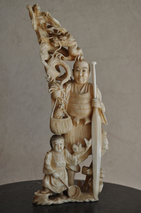 Okimono in sculpted ivory – Japan – ca. 1900 (Meiji Era)