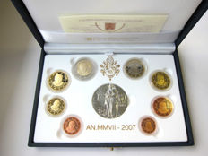 Vatican - 2007 Benedict XVI box set (includes silver medal) + 2007 annual box set VG U 8-Euro series