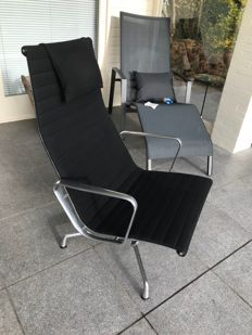 Charles & Ray Eames by Vitra - Aluminium Lounge Chair in black Hopsak, EA116