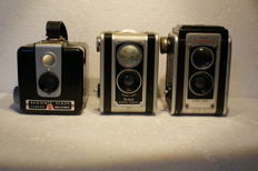 A lot of 3 Kodak cameras, various types: Kodak Duaflex II and a Kodak Brownie Flash and a Kodak Duaflex, various production dates