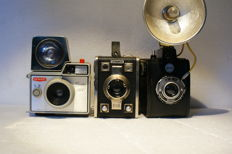 A lot of 3 cameras: a Gevaert Gevabox II, a Gevaert Gevalux 144 and a Gevabox 6 x 9, made in the 1950s