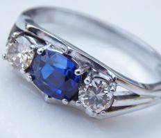 Ring with sapphire and 2 brilliants 1.53 ct, ring size 54