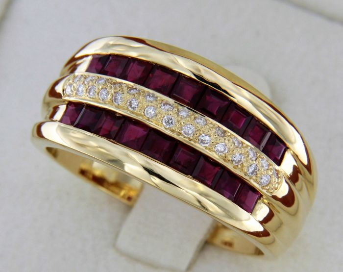 Yellow 18 kt gold ring with sapphires and diamonds - Ring size: 54