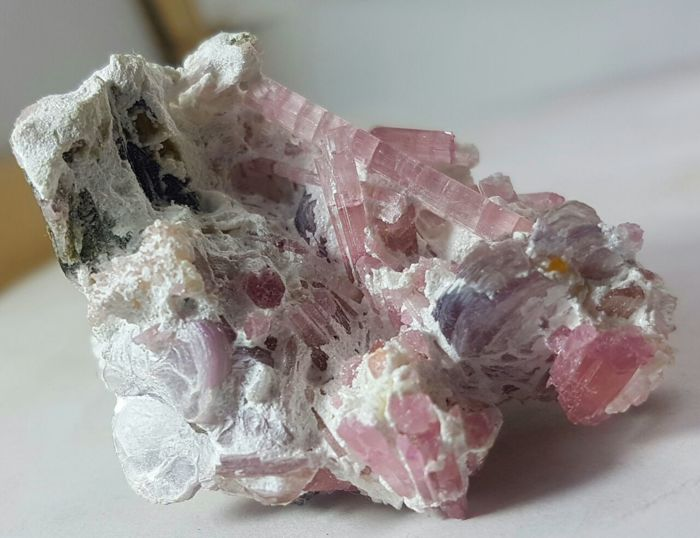 Beautiful pink tourmaline crystals on matrix - 50x37x29 - 43 gr