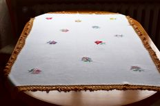 Vintage hand-embroidered tablecloth. No reserve price.