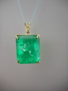 Gold pendant with 17.03 ct natural emerald ***No reserve price***