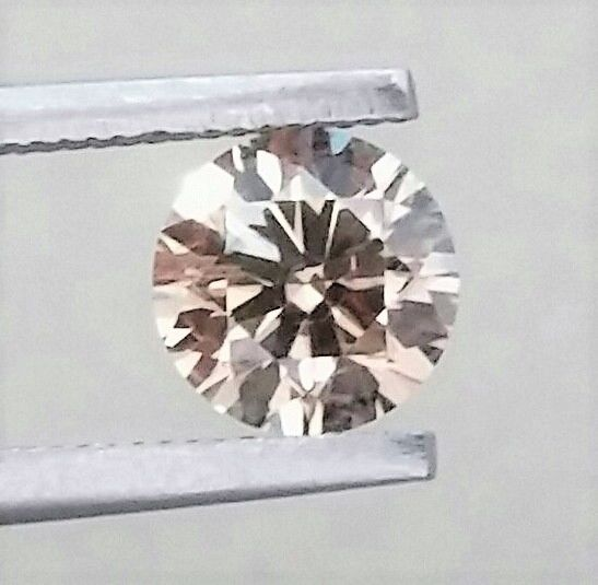 1.00 carat - VS1 Clarity - Natural Fancy Champagne Round Brilliant Cut - Comes With AIG Certificate + Laser Inscription On Girdle
