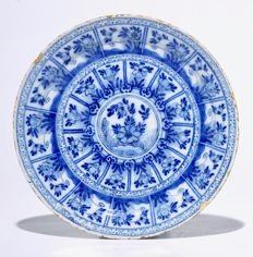 Cornelis Brouwer, De Witte Ster - Delft earthenware chinoiserie plate with depictions of flowers