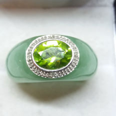 Unique vintage solid Chinese Apple Jade ring with Chinese Peridot and 4 diamonds bezel set in 14k gold. Unusual