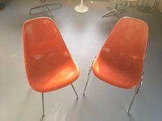 Charles & Ray Eames for Herman Miller - 2 poppy red glass fiber chairs - model DSS