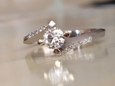 White gold 18 kt solitaire engagement ring with brilliant cut diamonds of approx. 0.46 ct, size 17.25 mm