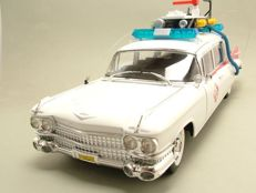 1:18 Hot Wheels Heritage Model MOVIE Ghostbusters Ecto-1 Cadillac Brand new and boxed