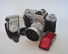 Wirgin Edixa Flex with Steinhell Cassar S 50 mm F2.8 and various accessories (1958)
