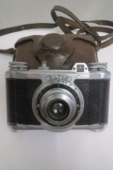 "The rarest, captured camera The very first camera ""Altix"" with a photographic lens Syst.Laack ROW Tegonar 1: 3,5 f = 3.5 For the domestic market in Germany. 1939"