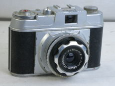 KELVIN MINOR, 35mm cast metal eye-level camera, made in Italy. Circa 1953-58.