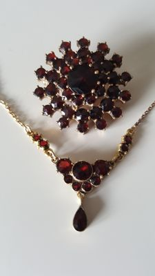 Art Nouveau set garnet necklace plus brooch