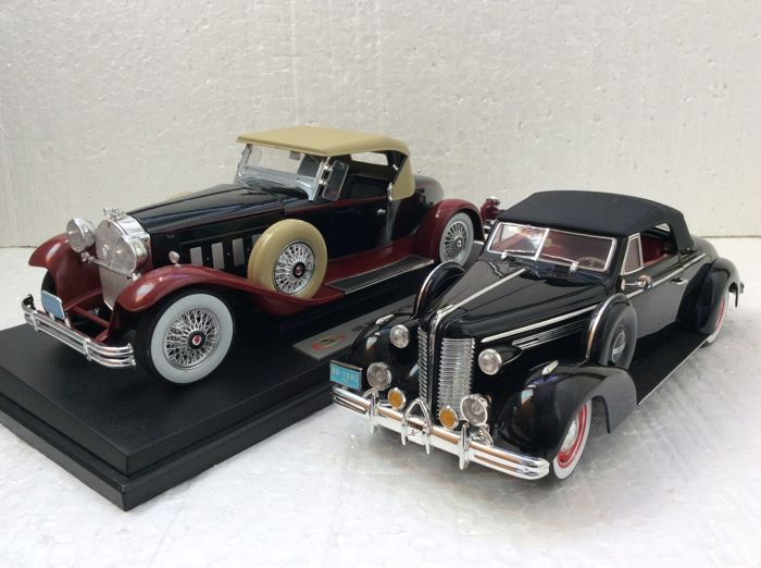 Signature Models - Scale 1/18 - 1938 Buick Century Convertible Coupe and 1930 Packard Boattail Speedster