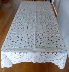 Large linen open work and embroidered tablecloth with 12 napkins
