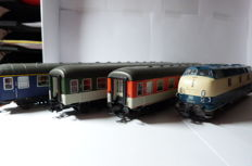 Piko H0 - 52602/59625/59634/59635 - Diesel locomotive Series BR 221 (221 147-2) and 3 passenger carriages
