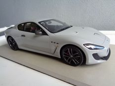 Top Marques - Schaal 1/18 - Maserati GT MC Stradale 2015 - Grijs metallic