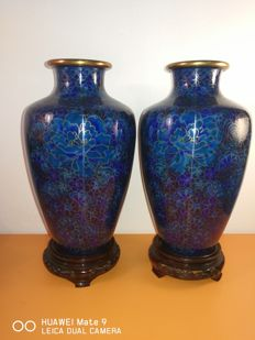 A pair of cloisonne vases - China - 21st century