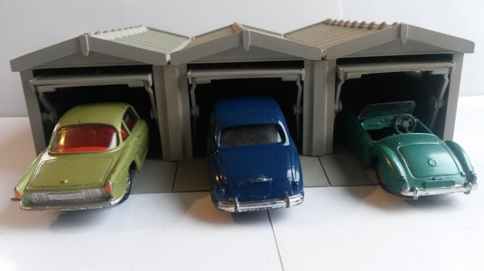 Corgi toys scale 1 43 lot of 3 garages and 3 for Carport auto auction