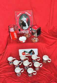 Collection of various branding objects for Coca-Cola, a.o. 2 enamelled signs, mugs, and a carafe