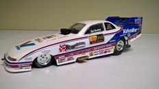 ERTL Collectibles - Echelle 1/24 - Dragster - Bob Newberry Funny Car - 1999 Valvoline - Edition originale de 1999 limitée à 2499 exemplaires