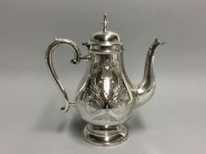 Silver plated coffeepot with engraved floral decor, Sheffield, England, ca. 1925