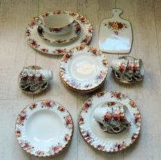Aynsley Staffordshire Porcelain, Old Country Roses Style Mixed Lot