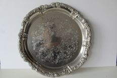 Beautiful large engraved serving tray, rim is decorated with flowers - United Kingdom, early 20th century