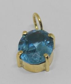 Pendant in 18 kt yellow gold with blue topaz