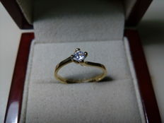 18 kt gold engagement ring with 0.17 ct diamond