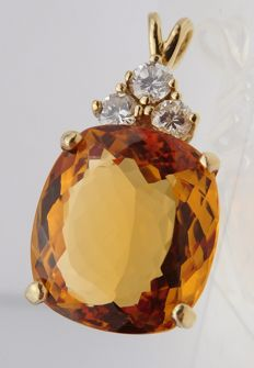 14 kt yellow gold pendant with 9.82 ct Imperial Topaz and 3 Diamonds In total:  0.34 ct