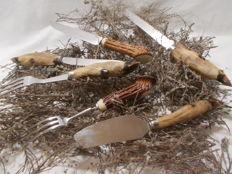 A lot of knives and forks, handle in real feet of deer and deer horn.