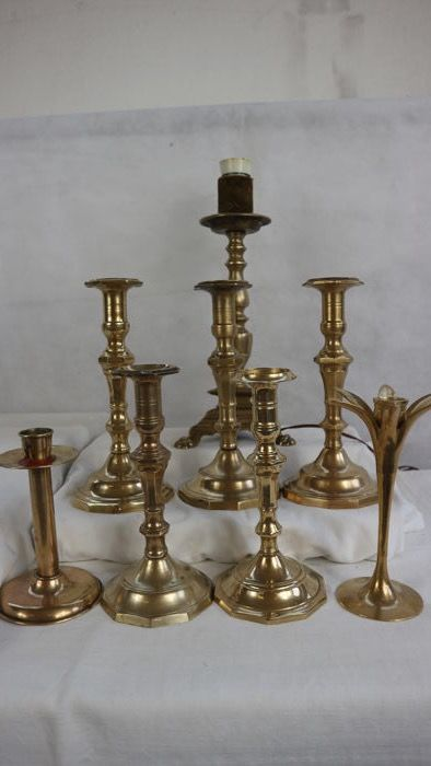 Seven candlesticks and a brass lamp - second half of the 20th century - Italy, in brass