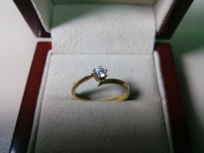 Engagement ring - 18 kt gold - Diamonds 0.14 ct