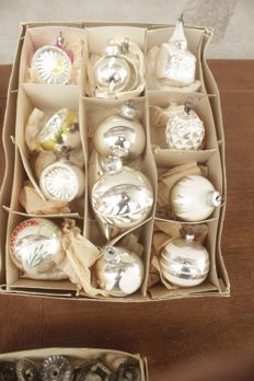 Lot of 150 old Christmas baubles + 2 tops