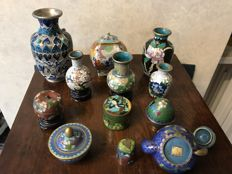 Lot of 12 cloisonné miniatures including a small branded teapot - China - second half of 20th century