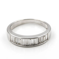 18 kt white gold cocktail ring with baguette cut diamonds - Ring size: ES 15